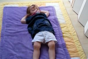 Kindertagesbetreuung-Nickerchen