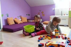 Kindertagespflege-Spielen-mit-Duplo