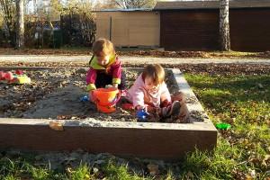 Spielplatz-Sandkasten